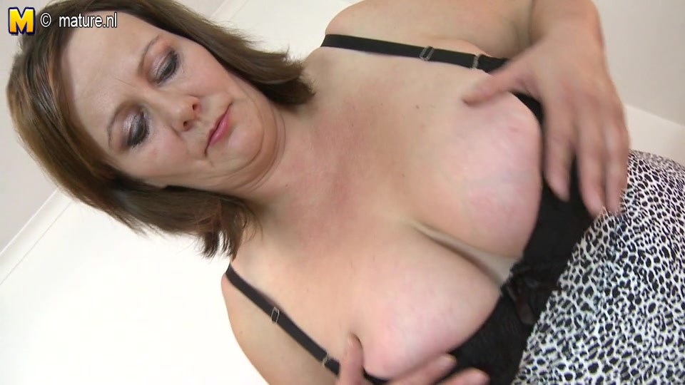 Big Breasted Mature Slut Playing With Her Pussy Flying Jizz
