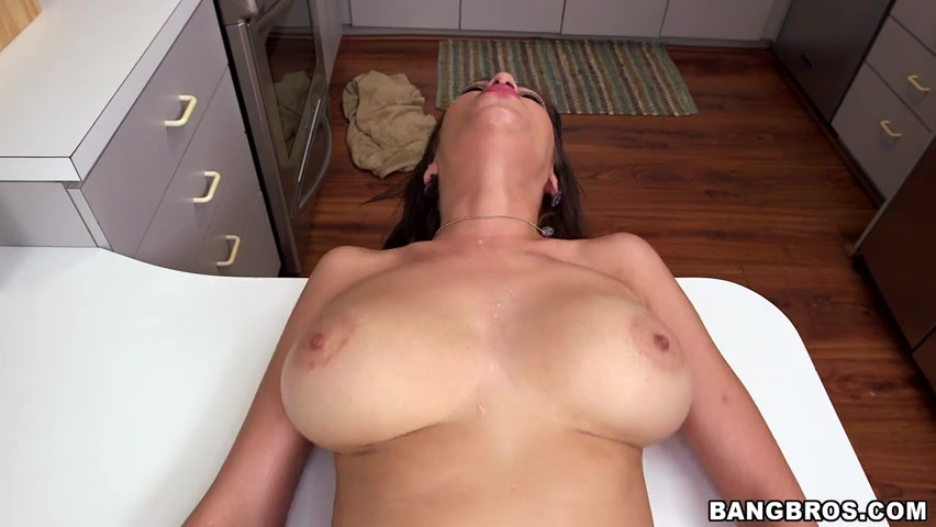 Big Tits Roud Ass 14