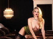 Blonde-haired lady vamp reveals her well used pussy