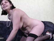 This horny mature slut loves to play with herself